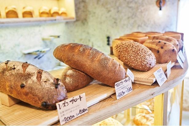 食卓に欠かせない大型ブロート / bäckerei ALO