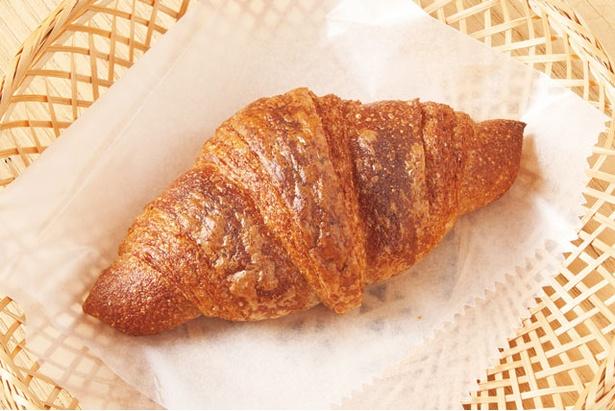 全粒粉100%クロワッサン(200円)。よつ葉の発酵バターを使用 / bäckerei ALO