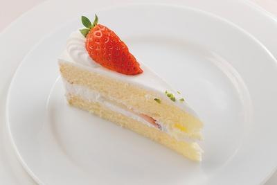 【写真を見る】やっぱりコレは外せない!ホテルのレベルの高さが分かる「苺のショートケーキ」
