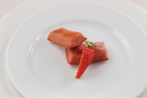 甘酸っぱい香りが漂う「苺のフィナンシェ」