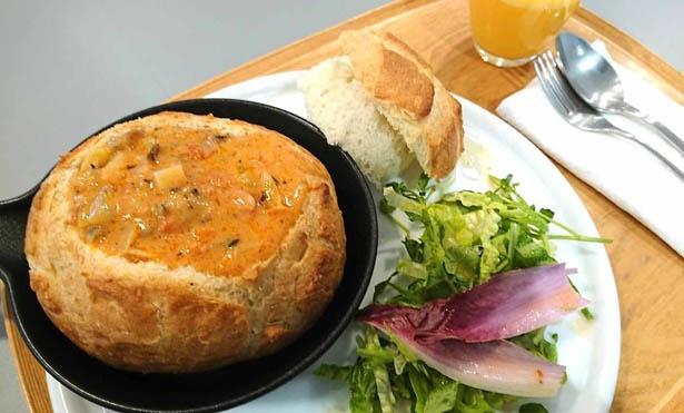 自慢の野菜たっぷりなスープを使った、イートイン限定のメニューが並ぶ / べジテリア