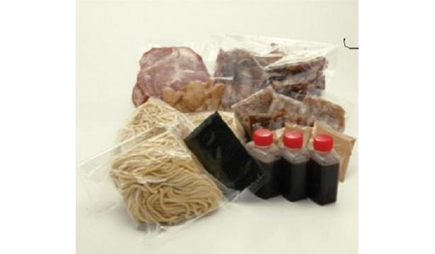 自作ラーメンに必要なものがすべてセットされた「醤油ラーメンキット」(1980円/3食パック)