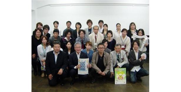 平松邦夫大阪市長と「300 DOORS」で記者発表に参加したワークショップを予定している講師たち