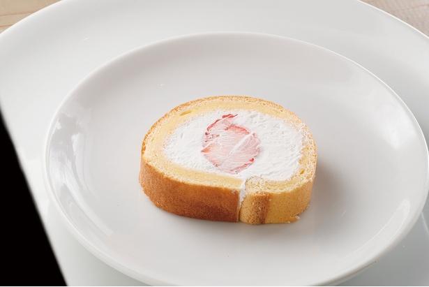 何個でも食べられそうなふんわり軽いシフォン生地の「イチゴのロールケーキ」