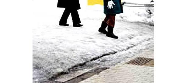 雪道は慎重に歩くべし!