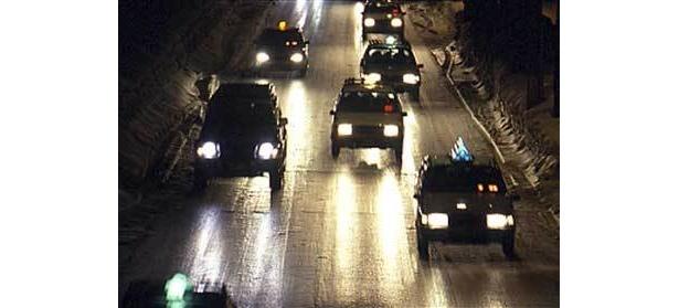 車も人も、雪の日はあせらず行こう