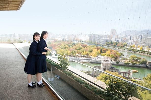 【写真を見る】メンバーが瀬戸内7県を体験レポート(写真は広島県広島市のおりづるタワー)