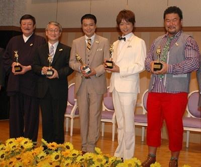 「第30回ベスト・ファーザー賞」を受賞した5名。右から、佐々木健介さん、杉浦太陽さん、中山秀行さん、川口淳一郎さん、富山幹太郎さん