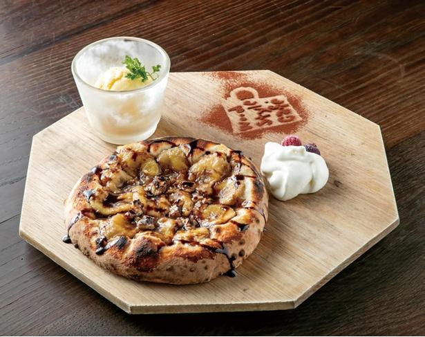 【写真を見る】wood-style cafe / ドルチェピザの中でも人気の「チョコバナナピザ」(800円)。アイスと生クリームが付く