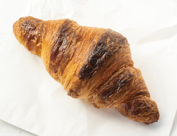 パンとヨガの店 temahima / 「クロワッサン」(200円・税込)。香ばしい匂いがたまらない