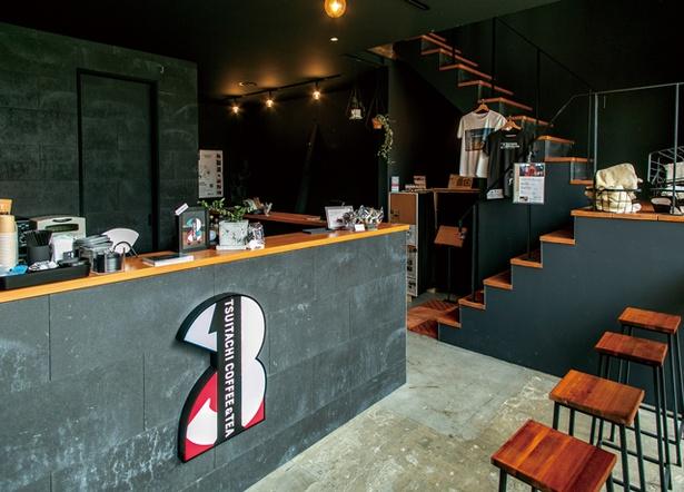TSU1TACH1 COFFEE&TEA / 黒が基調のオシャレな店内。コーヒーグッズも販売