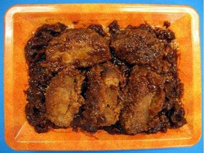 とんかつを赤味噌ベースの味噌ダレでじっくり煮込んだ「味噌だく煮込みカツ丼」(395円・税込)