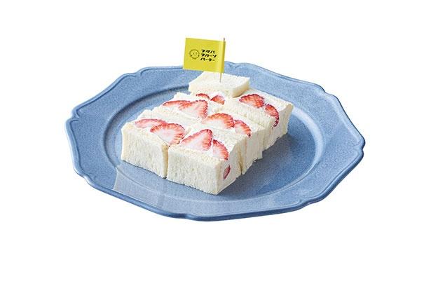 丸ごと苺と豆乳クリーム(1180円)のサンドウィッチは食べ応えも充分※銀座本店は1200円、周南市立徳山駅前図書館店は1130円