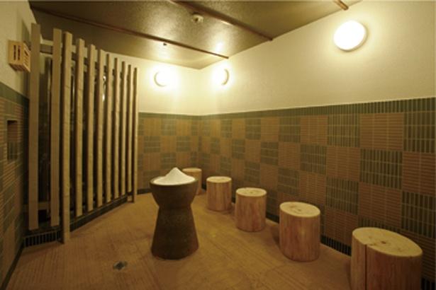 サウナも充実。女湯の「塩蒸屋」は、塩の効果で発汗作用アップ/天然温泉 延羽の湯 鶴橋