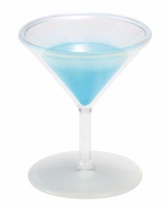 きれいなブルーのカクテルに大変身!