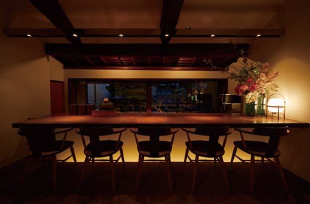 2階「THE BAR & TEA ROOM」にはヴィーガン和洋菓子も楽しめるティーカウンターも用意/伊右衛門サロン アトリエ 京都