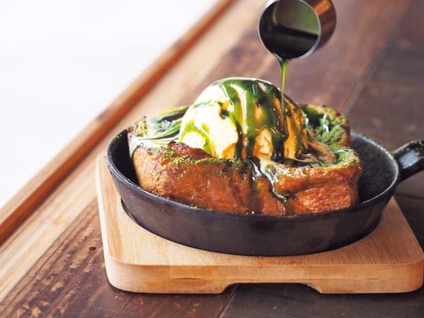名物の食パン「ムー」をフレンチトーストにした、京都限定の抹茶のフレンチトースト(1250円、税込・14時から提供)/パンとエスプレッソと 嵐山庭園