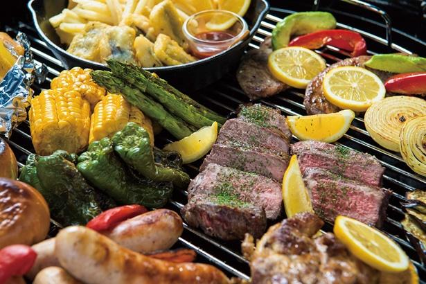 一番人気の「アメリカンBBQ」(1人前 3000円)は、牛ステーキ肉や鶏照り焼き、豚ロースなど食べ応え抜群