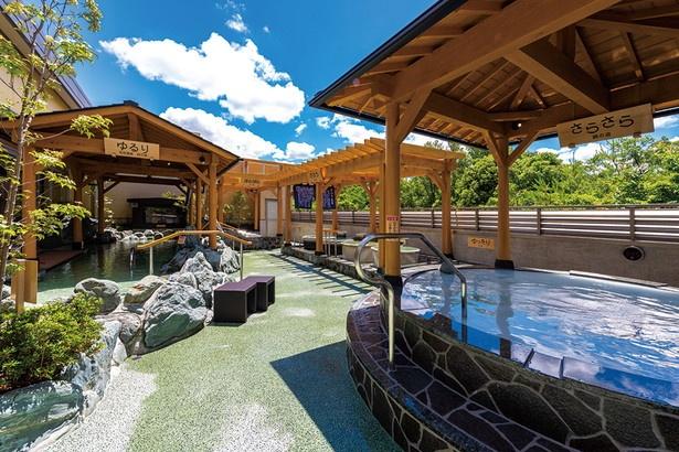絹の湯や壺の湯など多彩な露天風呂。浴槽は内風呂も含め、全12タイプと豊富にそろう