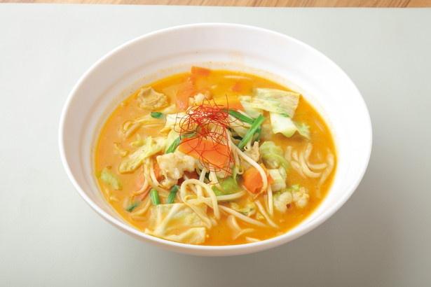 「もつ味噌ちゃんぽんうどん」(税込 1012円)。モツのダシが効いた濃厚な味噌スープに、野菜と麺が高バランス