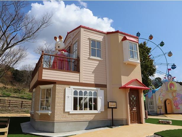 赤い屋根の大きなお家の中