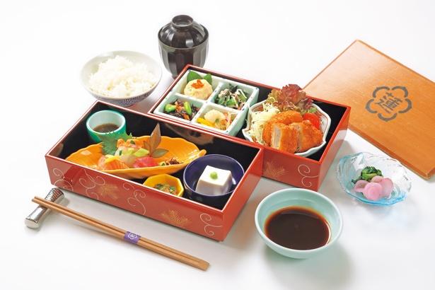 「御食事処 水蓮」では神戸港を眺めながら、彩御膳(1900円)など、一流の料理人による本格和食を堪能/神戸みなと温泉 蓮