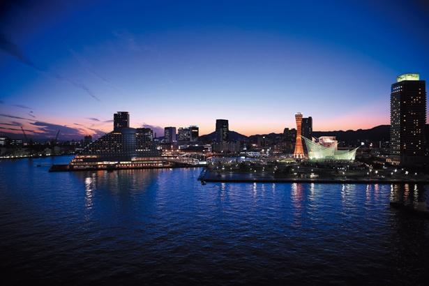 「みなと神戸」の景色を一望できる絶景スポット。大型客船の姿や夜景を楽しむことも/神戸みなと温泉 蓮
