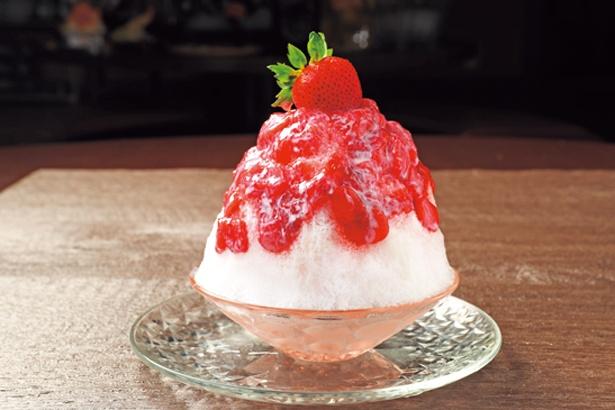 「岩盤処」前では、ストロベリーソースが甘酸っぱい赤くま氷(600円)やドリンクなどを販売/SPA&HOTEL 水春 松井山手