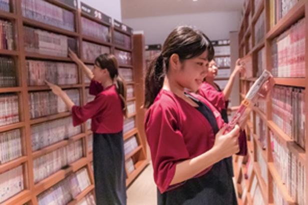 リラックスエリアでは新作などコミック約8000冊が読み放題/SPA&HOTEL 水春 松井山手