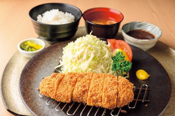 「居酒屋 縄のれん」は、特選豚ロースかつ定食(1380円)などが良心的な価格でそろう/空庭温泉 OSAKA BAY TOWER