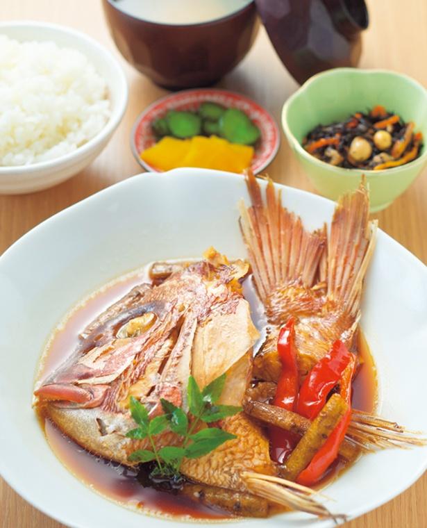 青庵の煮魚御膳は1380円(17:00以降1580円)。たまり醤油を合わせたタレで鮮魚を甘く煮付け/アクアイグニス 関西空港 泉州温泉