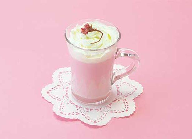ドリンクメニューも多数登場。こちらは「桜ミクのお花見甘酒ミルク」。甘酒ミルクや桜シロップ、いちごシロップを使用