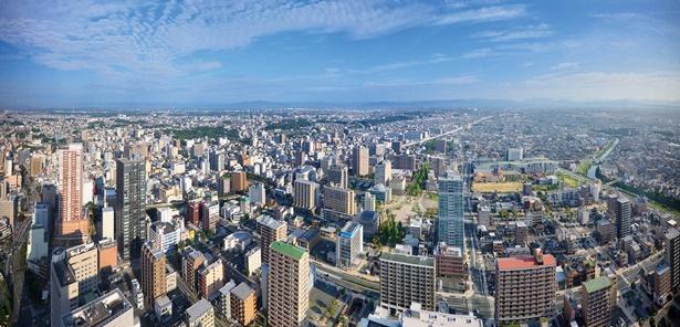 北に浜松市街、南に遠州灘の風景が広がる / オークラアクトシティホテル浜松  展望回廊