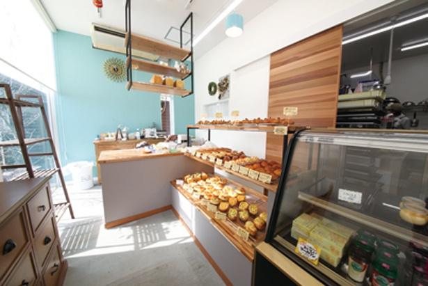素材と見た目にこだわった「ハコニワベーカリー」のパンとケーキは、種類が豊富