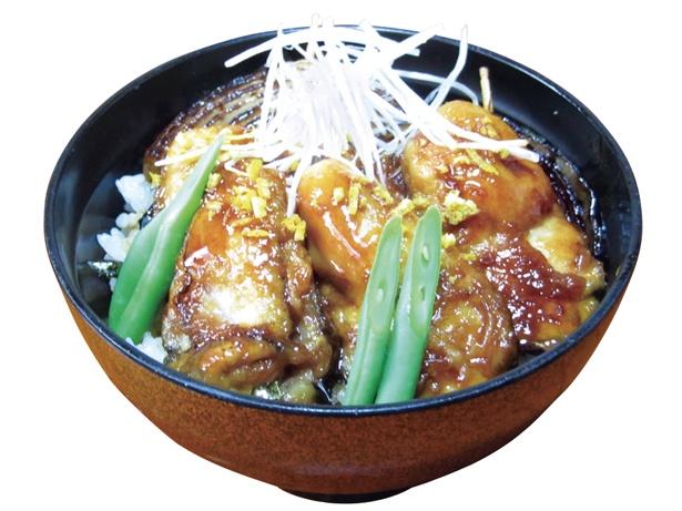 浜名湖産カキの、プリプリとした食感も楽しめる「牡蠣カバ丼」(1600円) / うなぎ・和食処 松の家