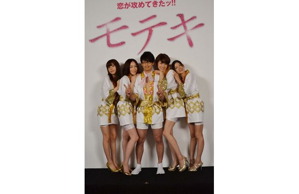 森山未來と長澤まさみ、麻生久美子、仲里依紗、真木よう子ら女優陣がクランクアップを迎えた喜びを語ってくれた