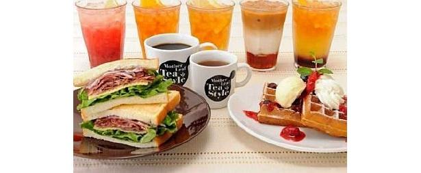 31種類のアレンジティーや6種類のワッフル、サンドイッチやパフェなどがそろい、リーズナブルに楽しめるモスフードサービスの新業態店がオープン!