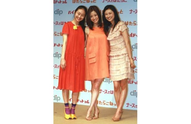 新CM発表会に登場した忽那汐里、上戸彩、菊川怜(写真左から)