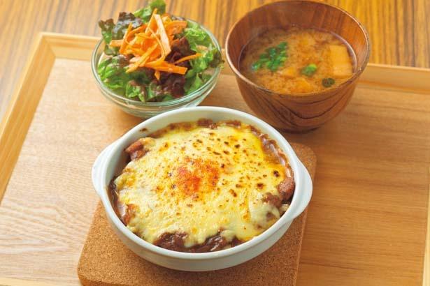 赤味噌焼きチーズカレー定食(1180円)/大阪屋こうじ店 三条神宮道