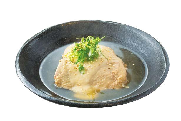 特大わらじモモ(500円)。鶏モモ肉を1枚煮込み、とろけるような柔らかさに/嘗~miso~