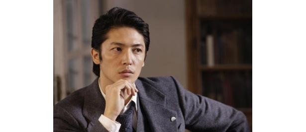【写真】東京日報の若き新聞記者・真藤利一を演じる玉木宏