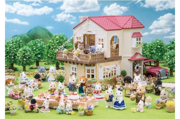 シルバニアファミリー展 / 人形など国内で販売された1000点以上が集結