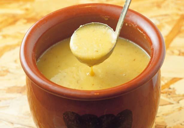 【写真を見る】九州麦味噌は甘口の麦味噌。麦こうじと大豆から作られる味噌で、麦独特の香りと甘味が特徴/ごちとん ホワイティうめだ店