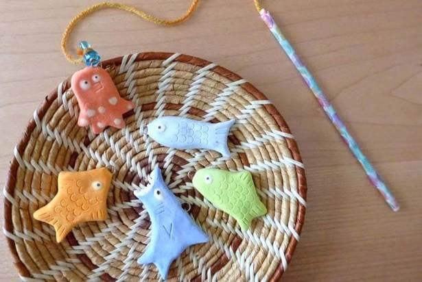 紙粘土で手作りする「魚釣りのおもちゃ」