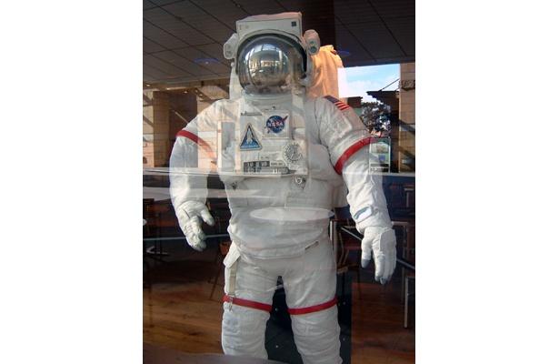 本物にきわめて近いこの宇宙服が目印!