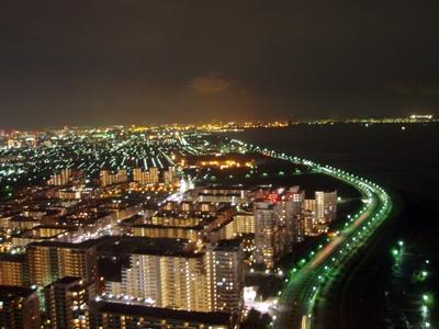 これぞ地上170メートルの夜景!ネットをしながらセレブ気分