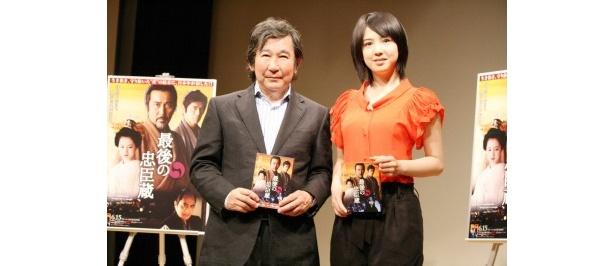 杉田成道監督、大石内蔵助の隠し子・可音(かね)役の桜庭ななみが登場(写真左より