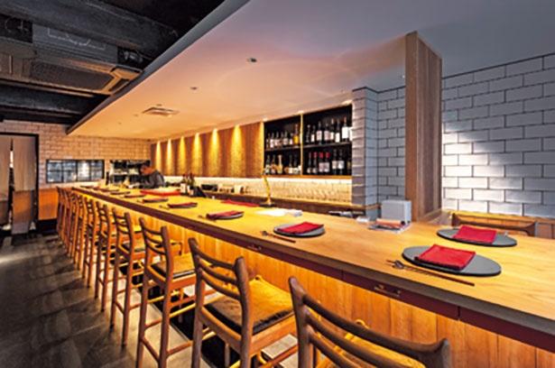 風情ある町家を改装した店内/炭火料理・すっぽんおでんとワイン 綾小路高倉 都食堂