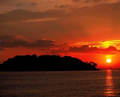 朝日が美しい対岸の竹島