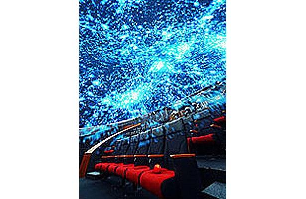 客席いっぱいに星が広がる ※写真提供:日本科学未来館